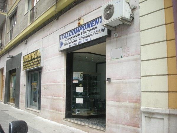 Locale commerciale in vendita a Foggia Via Domenico Cirillo, 9